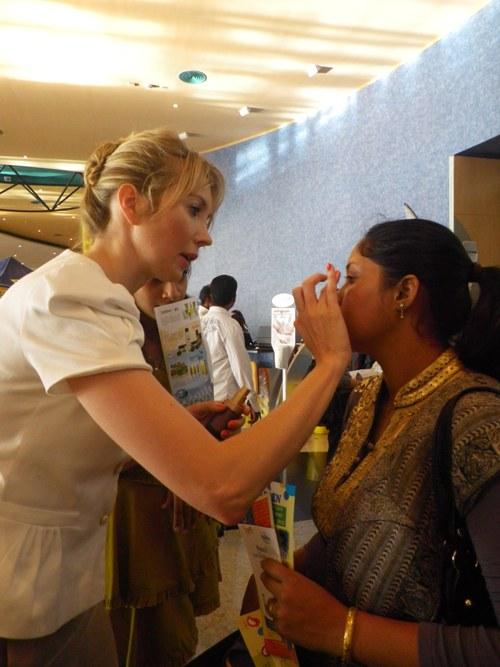 Elisabeth Visoanska applying the Supreme Eye Potion